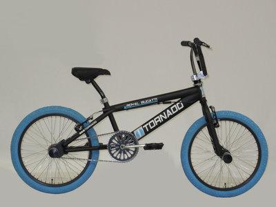 Tornado Freestyle bike lux mat zwart (blauwe banden)